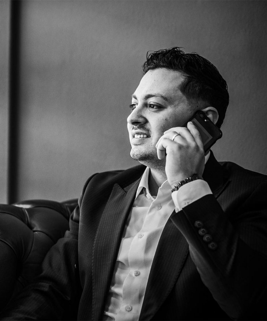 Contact met Profinancials - Huseyin aan telefoon raw grey