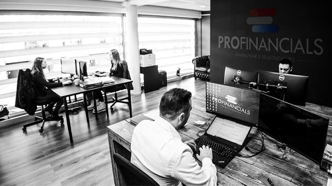 administratie eindhoven - administratiekantoor profinancials - kantoor binnenzijde het team aan het werk